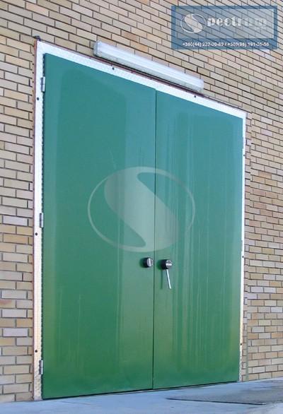 Dvustvorchatye-holodilnye-raspashnye-dveri