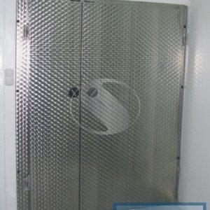 Холодильные двустворчатые распашные двери